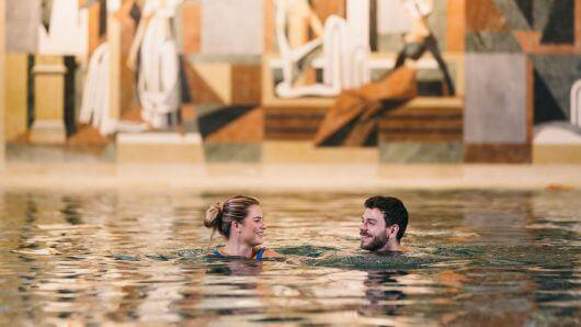 therme-villach-baden-schwimmen-hallenbad